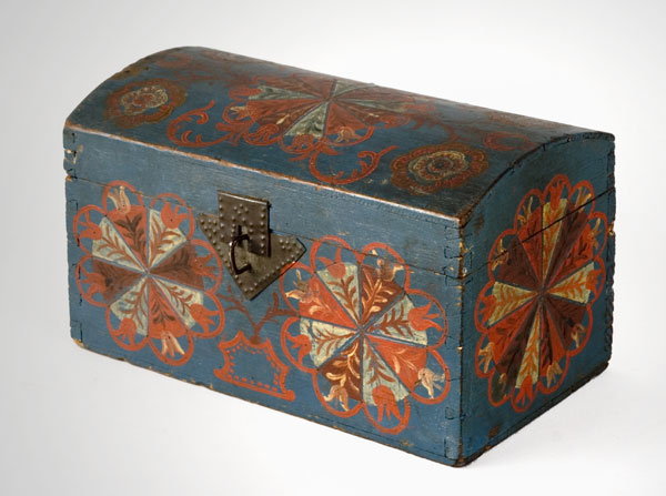 Compass Artist Dome Lid Box, Original Condition, Blue Ground Lancaster County, Pennsylvania, Circa 1800, entire view