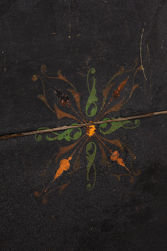 Queen Anne tea Table, Painted & Decorated Surface Massachusetts, circa 1790, detail view