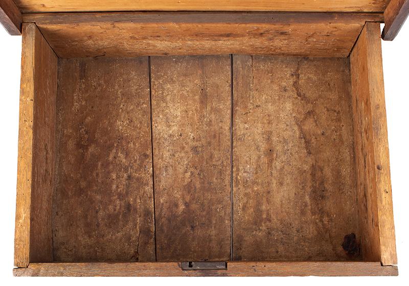 A Carved Pilgrim Period Bible Box, Windsor Area, Connecticut, interior