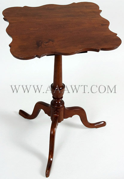 Candle-Stand Serpentine Top Connecticut River Valley Circa 1790 to 1800, angle view
