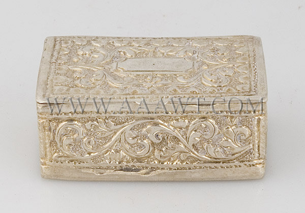 Silver Snuff Box With leaves and flowers decoration, entire view