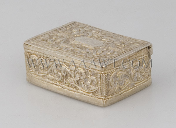 Silver Snuff Box With leaves and flowers decoration, angle view
