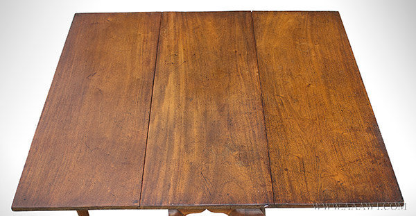 Table, Queen Anne Drop Leaf Dining Table, Rectangular, Pad Feet, Cabriole Legs Massachusetts, Removed From Cobb Family Homestead in Barnstable, Mass Circa 1750, top detail