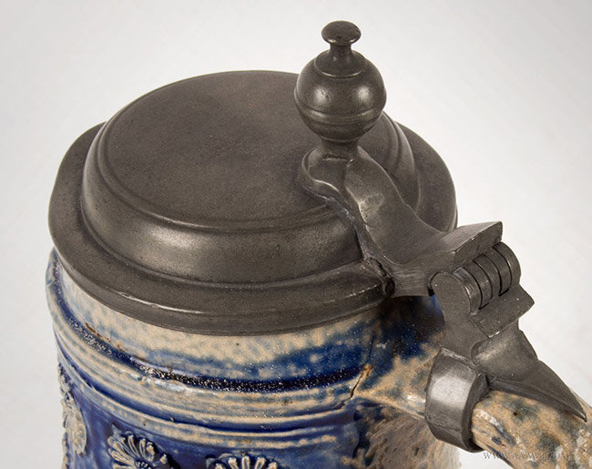 Antique Westerwald Salt Glazed Birnbauchkrug, Circa 1700, lid detail